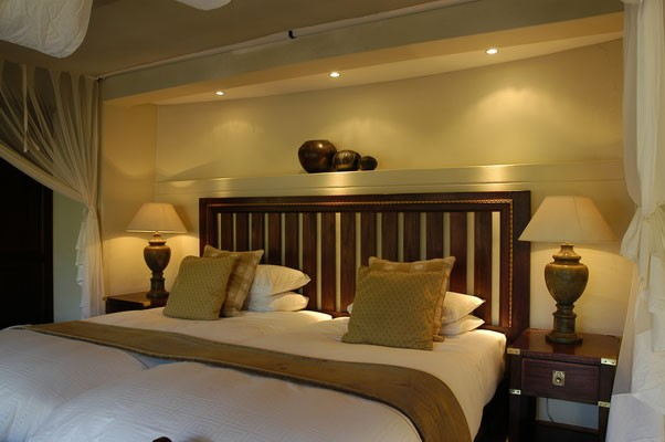 imbalisafarilodge_chalet-bed