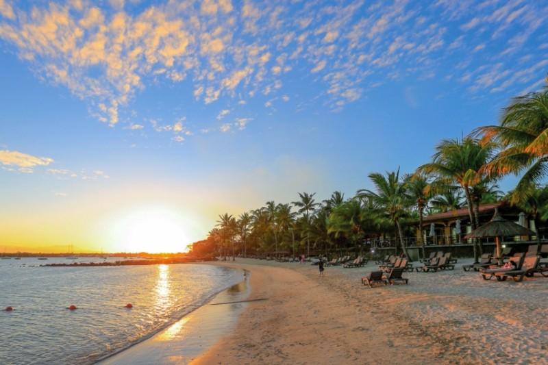le-mauricia-beach-sundown