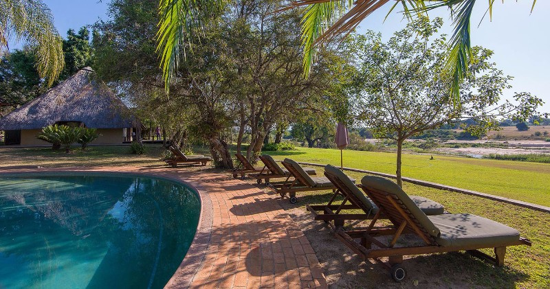 inyati-lodge-sabi-sands-pool