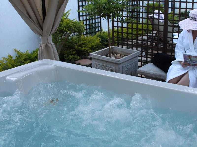 highgrove-spa-bath