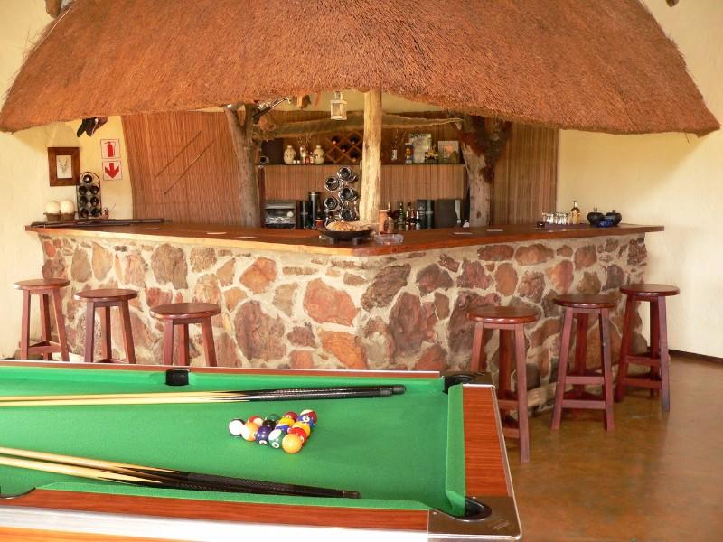 Izintaba-Lodge-bar-2