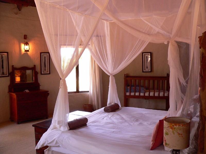 Izintaba-Lodge-king-bedroom-1-4