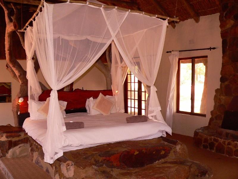 Izintaba-Lodge-main-bedroom-3