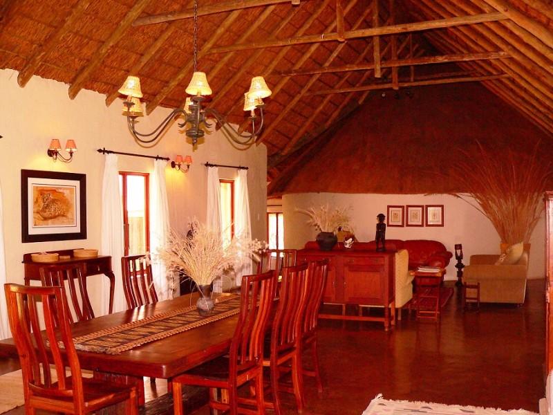 Izintaba-dining-room-and-lounge-2
