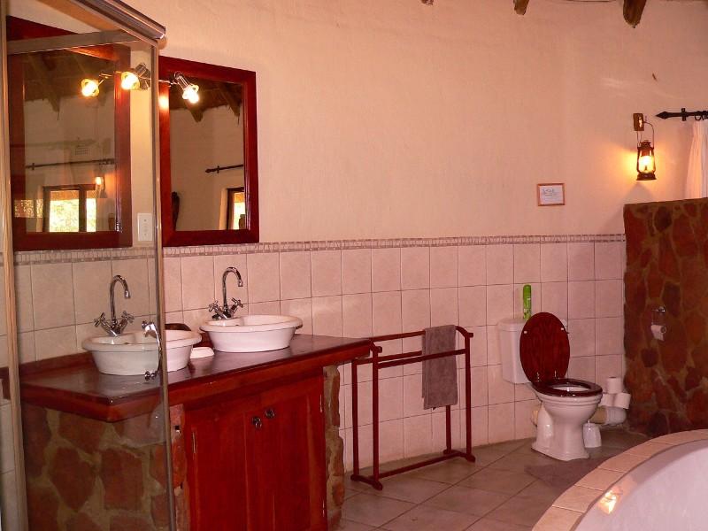 Izintaba-lodge-bathroom-4