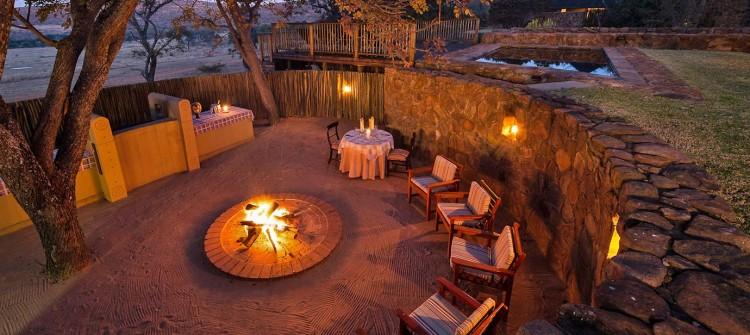 Ekuthuleni-Lodge-Welgevonden-boma-evening-dining