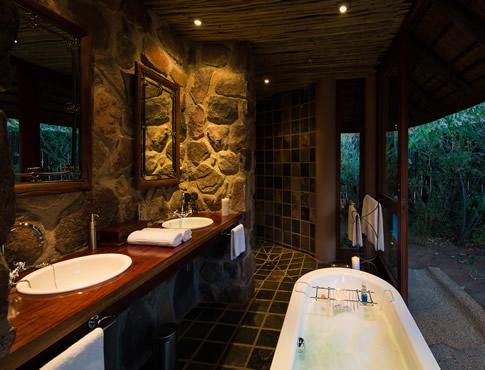 Ekuthuleni-suite-bathroom