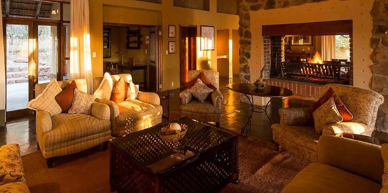 ekuthuleni-lodge-sunny-lounge-area-3
