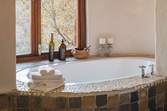 royal-madikwe-twin-suite-bathroom