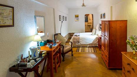 20131117-D0226-budget-room