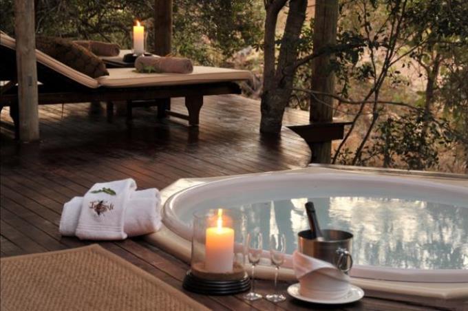 Imbali-Safari-Lodge-jacuzzi