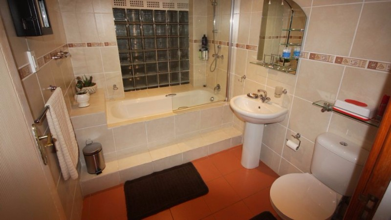 Acra_Retreat_Mountain_View_Lodg-Waterval_Boven-Bathroom-455504