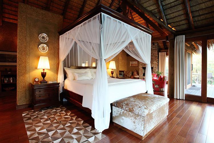Camp-Jabulani-Accommodation_Zindoga-Villa_King-size-bedroom