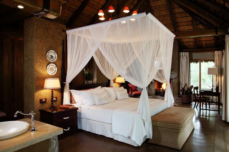 Camp-jabulani-Accommodation_Luxury-and-Deluxe-Suite_1