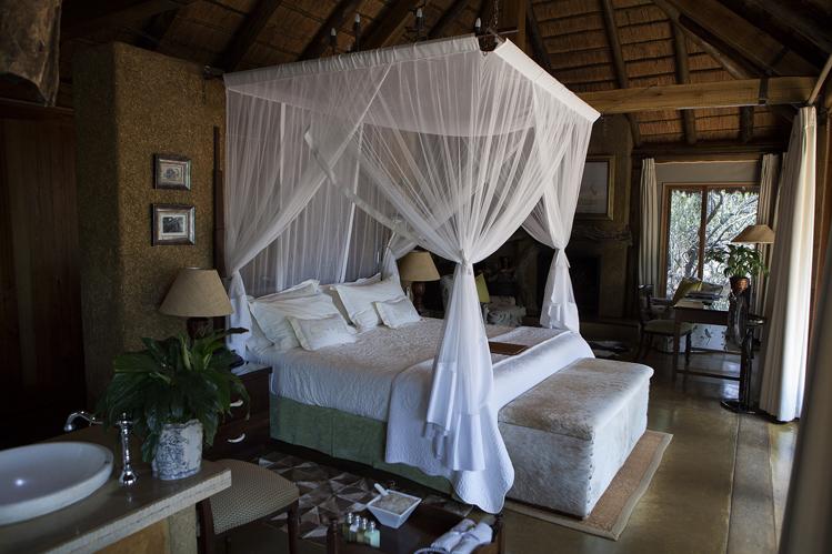 Camp-jabulani-Accommodation_Luxury-and-Deluxe-Suite_6
