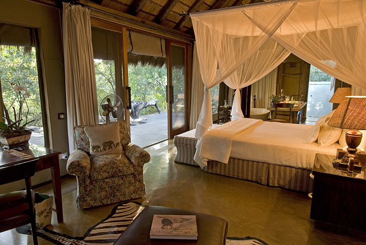 Camp-jabulani-Accommodation_Luxury-and-Deluxe-Suite_Interior-looking-onto-Deck