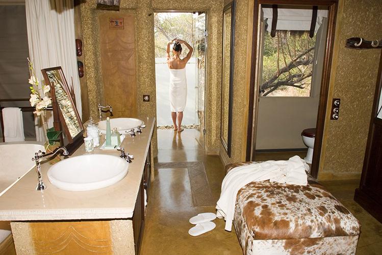 Camp-jabulani-Accommodation_Luxury-and-Deluxe-Suite_Shower-Area