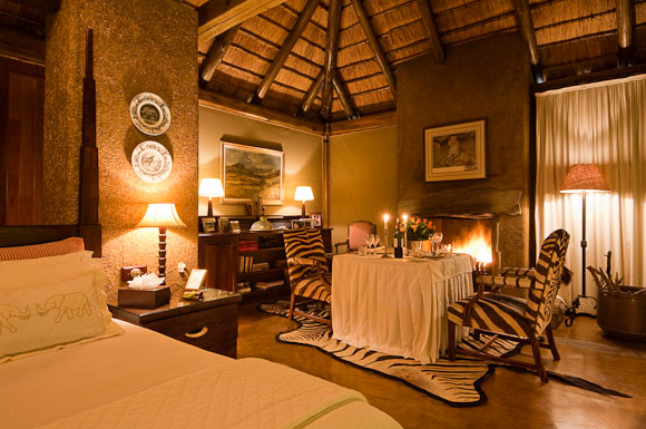 South-Africa_Camp-Jabulani_photographer-Marsel-van-Oosten-romantic-private-suite-dinner