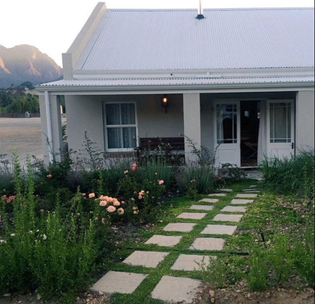 cottage-exterior-franschhoek-rose-protea-cottage