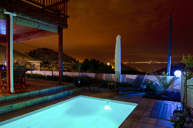 Night-view-at-poolside