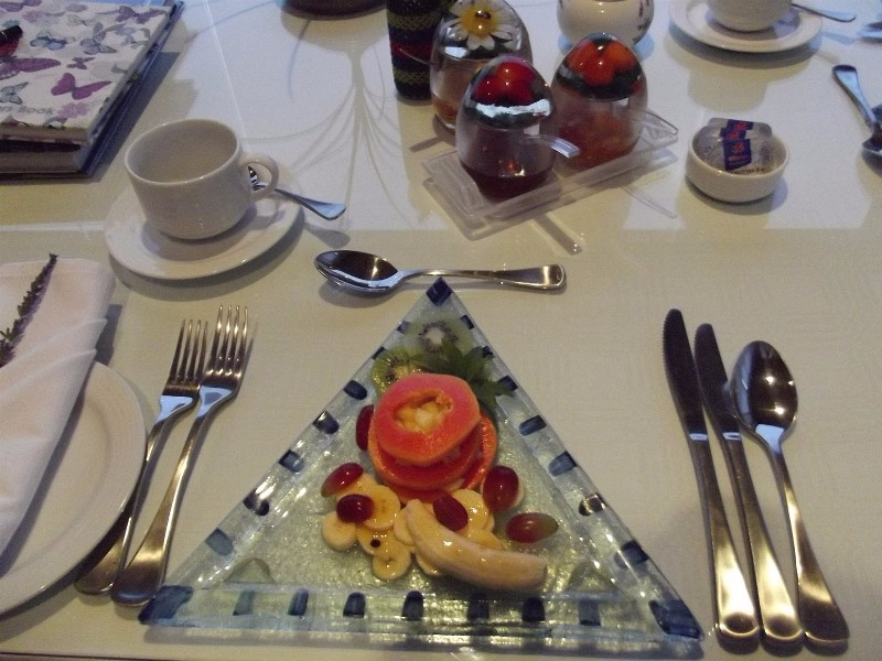 breakfast-fruit-plate-at-linkside