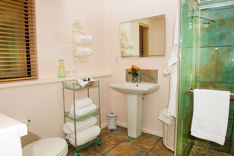 linkside-bathroom-green