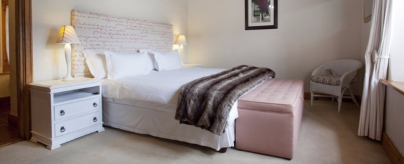 ricketybridge_burgundy_suite_room_main2