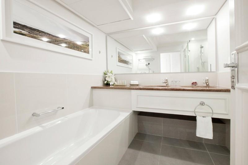 Standard-Room-Bathroom-Radisson