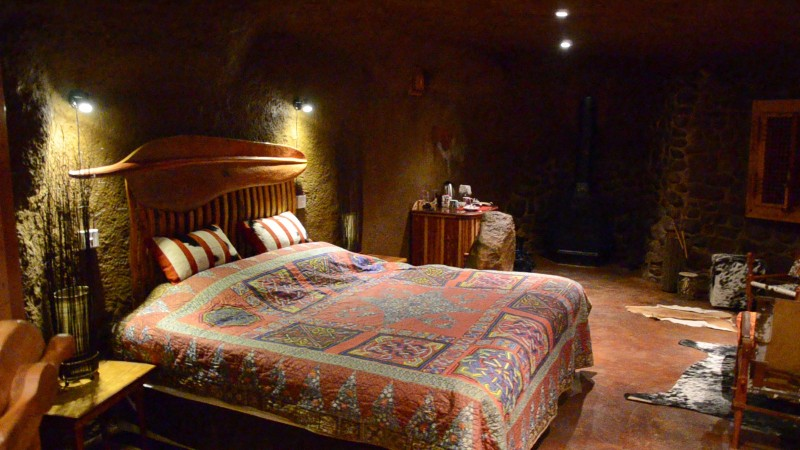 luxury-cave-bedroom