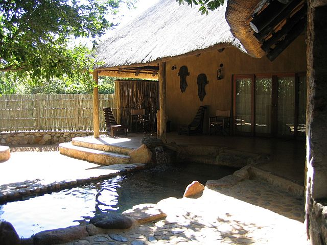 moholo-yamati-private-plunge-pool-and-braai-area