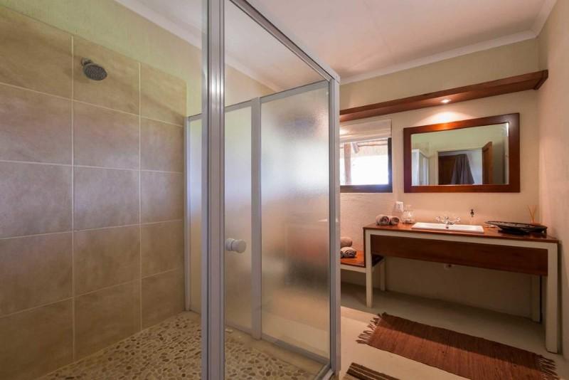 bathroom-ndzuti-emgatland