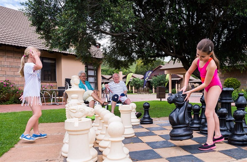 AlpineHeath-kids-play-chess