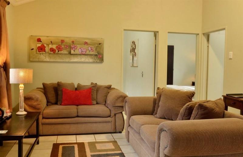 INGWENYAMA-Suite-Lounge