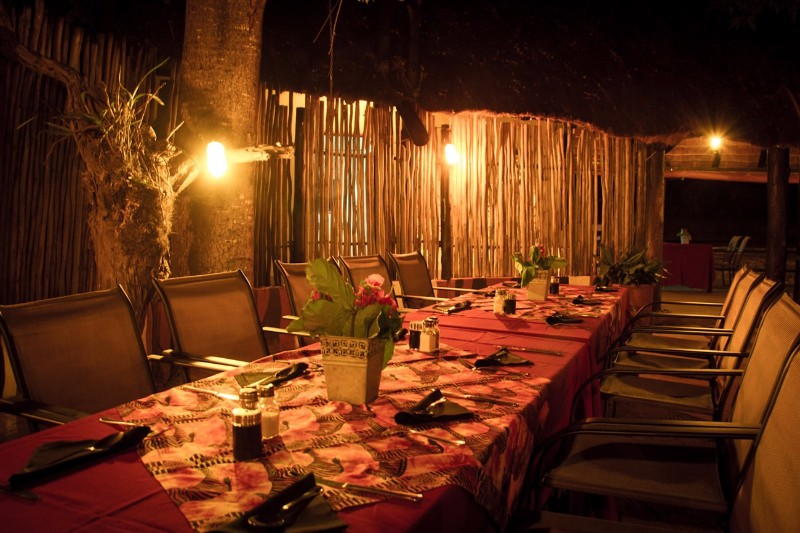 Umkumbe-Safari-Lodge-Dining-Night