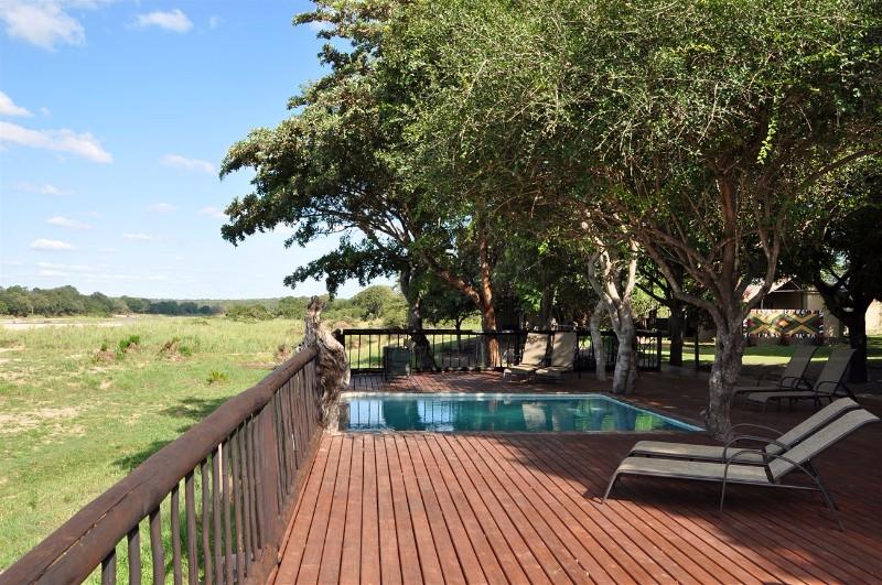 Umkumbe-Safari-Lodge-Pool-2