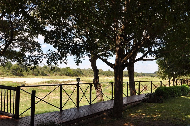 Umkumbe-Safari-Lodge-Walkways