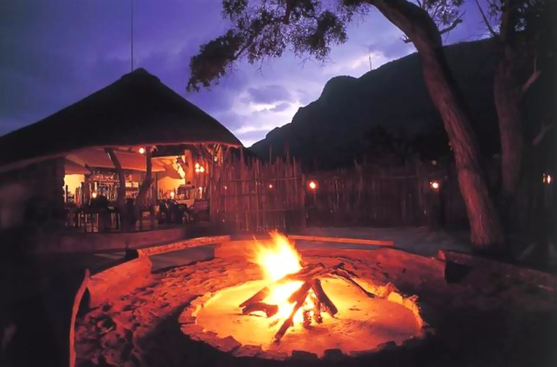 ENT-Wildside-Safari-Camp-Boma-Fire