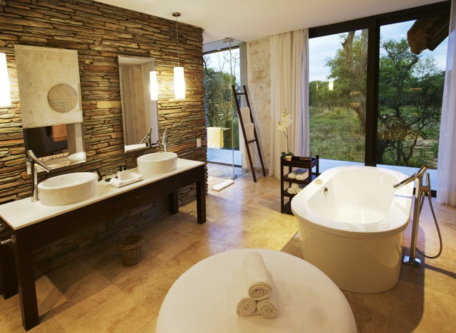 sc-luxury-suite-bathroom