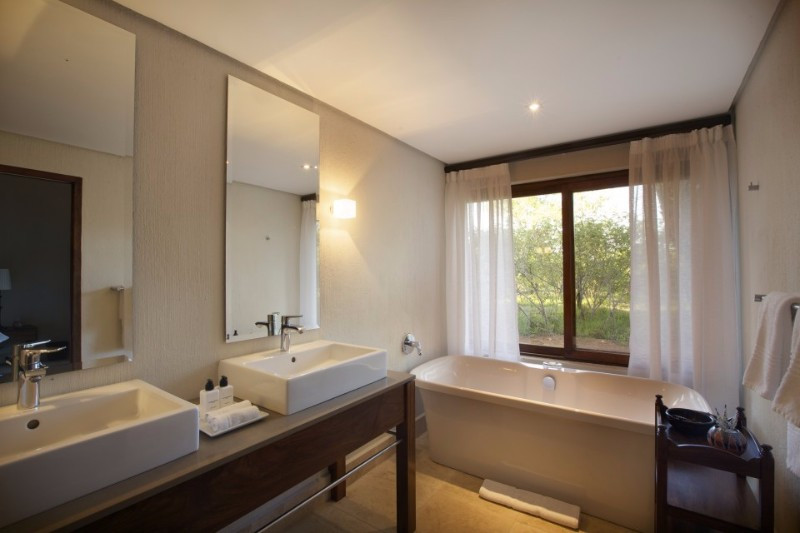 sc-suite-bathroom