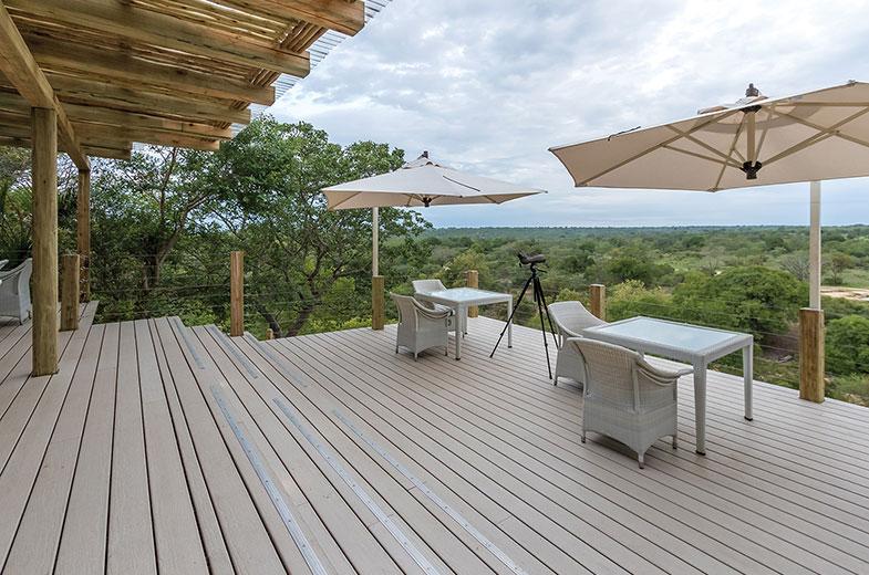 sabi-sand-safari-lodge-outside-game-viewing-deck