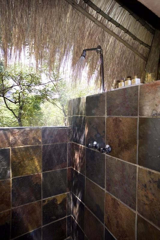 ent_wildside_safari_camp_shower