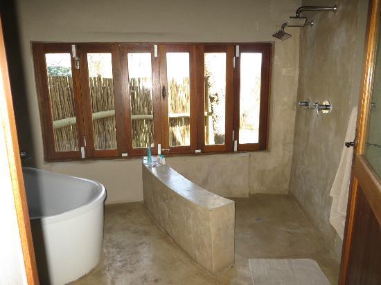 simbavati-river-lodge-showere