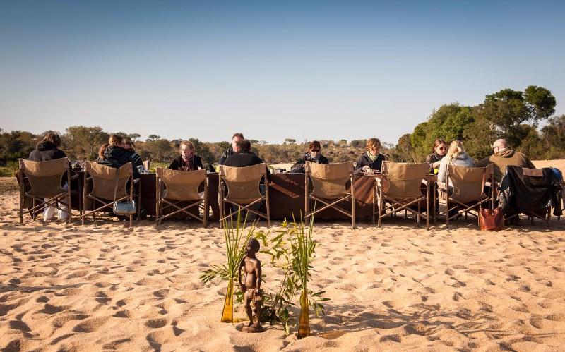 simbavati-river-lodge_breakfast-in-riverbed