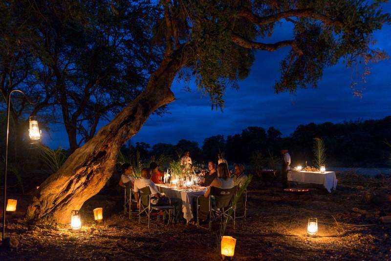 simbavati_river_lodge_bush-dinner
