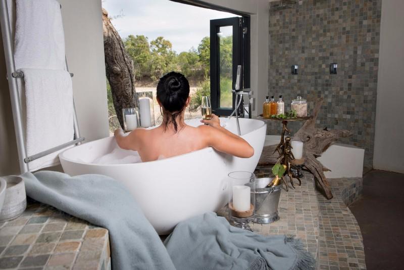 simbavati_river_lodge_family-chalet-bathroom