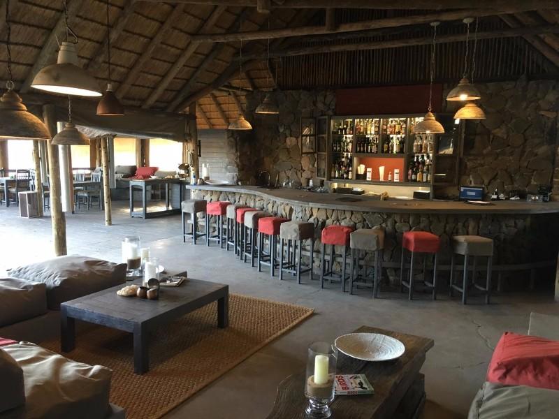 simbavati_river_lodge_general-bar-area