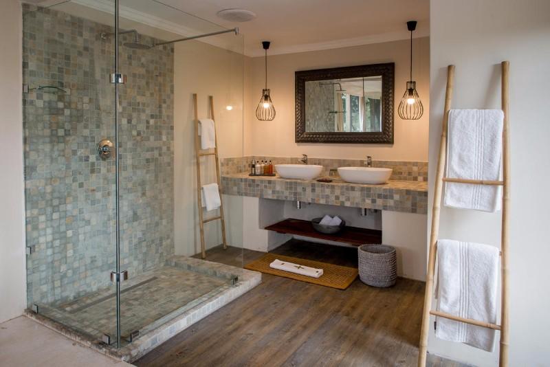 simbavati_river_lodge_tented-accommodation-bathroom