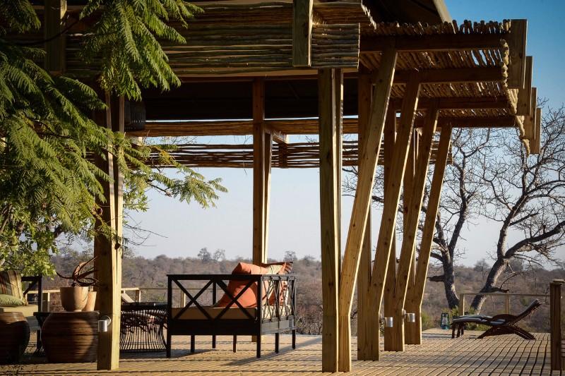 Simbavati-Hilltop-Lodge-Outside-Deck