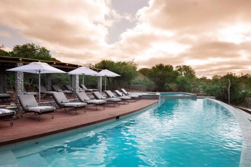 ngala-safari-lodge-swimming-pool-15.jpg.950x0