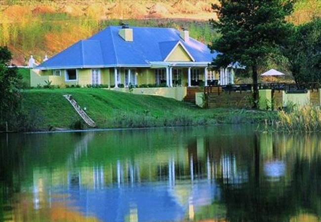 Blue-Mountain-Lodge-exterior
